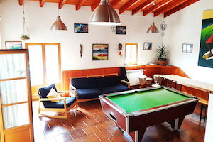 Surfcamp in Algarve pool table