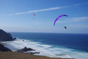 Surfcamp in Algarve paragliding
