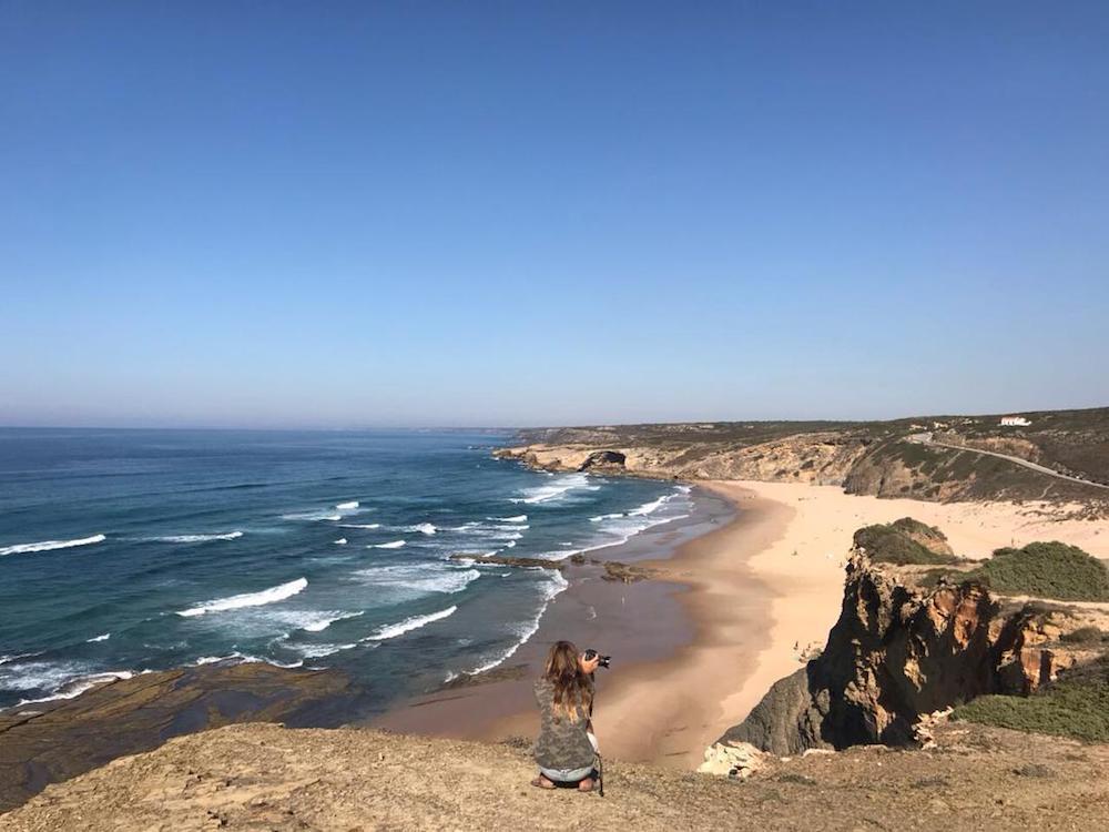 Surfcamp in Algarve checking surf conditions