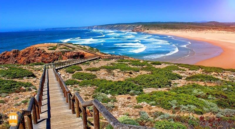 Surfcamp in Algarve landscape