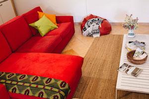 lounge-room-guincho-surf-house