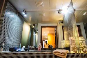 surf-house-guincho-bathroom