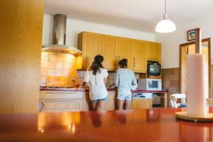 surf-house-kitchen-guincho