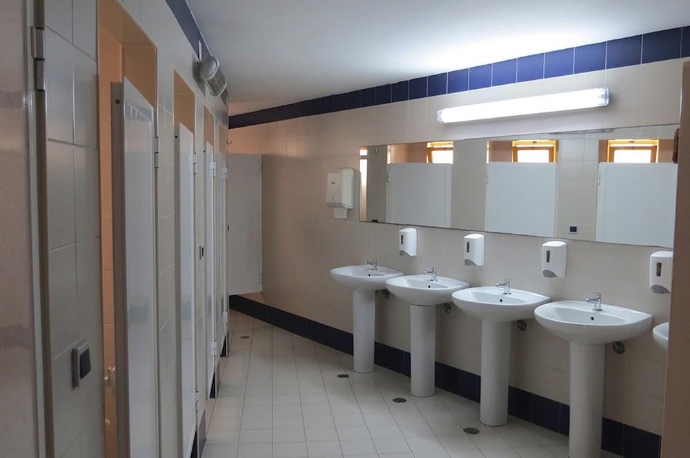 Surf School Teens Camp Lisbon Shared Bathroom