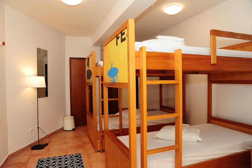 Surf School Teens Camp Lisbon 4 beds Dorm room