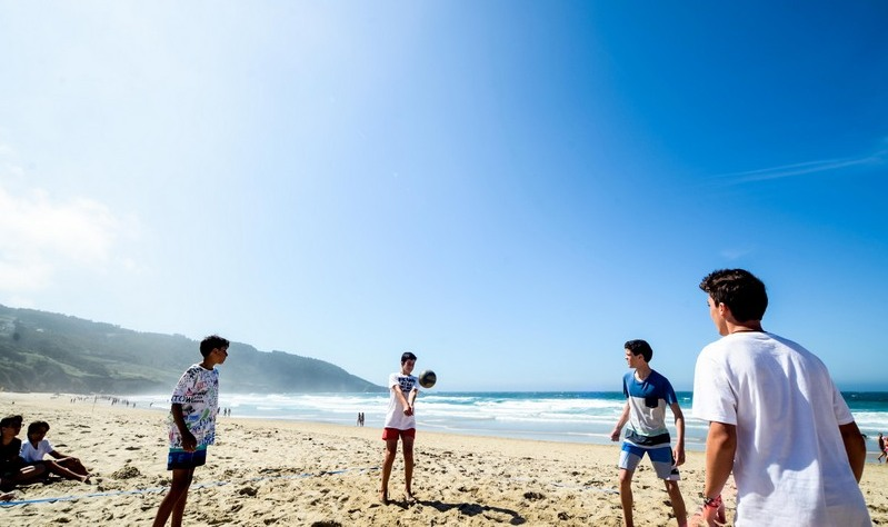 boys-beach-volleyball-galicia-teens-surf-camp