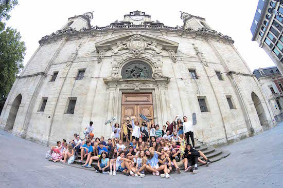 cultural-visit-church-bilbao-teens-surf-camp