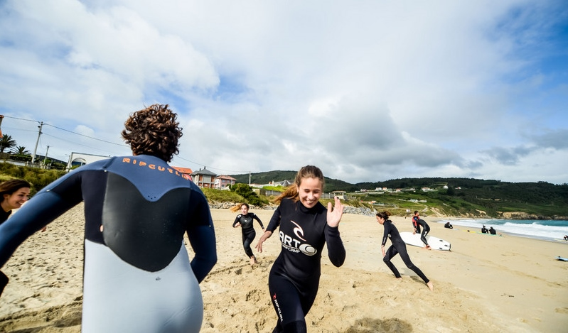 surf-lession-stand-up-position-galicia-teens-surf-camp