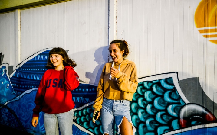 girls-smile-fun-galicia-teenssurf-camp