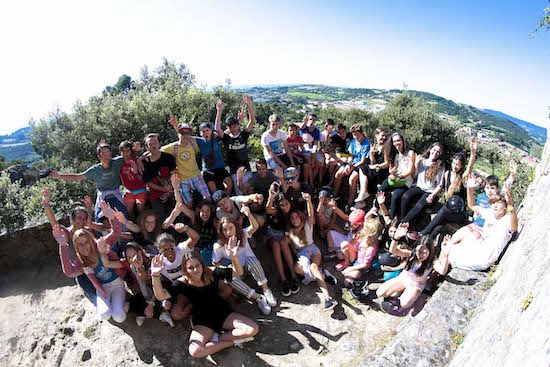group-pics-arms-up-bilbao-teens-surf-camp