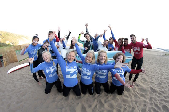 group-pics-smiling-bilbao-teens-surf-camp