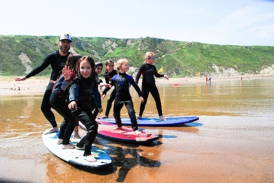 kid-lesson-bilbao-teens-surf-camp