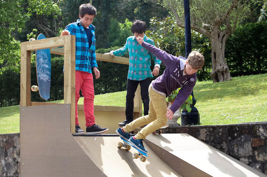kid-ramp-skating-bilbao-teens-surf-camp