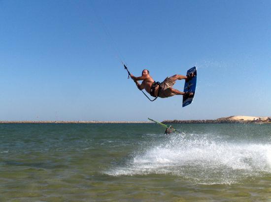 kitesurfing-jump-algarve-kitesurf-camp