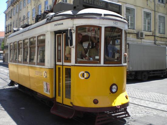 lisbon-surf camp cascais - tram