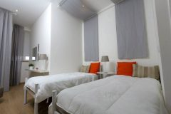 lisbon-surf-camp-cascais-accomodation-sao-pedro-do-estoril-twin-room-grey