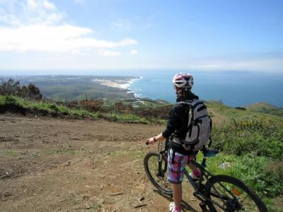 lisbon-surf-camp-cascais-biking-the-coastline