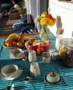 lisbon-surf-camp-cascais-breakfast-guincho-country-surf-house-cascais