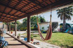 lisbon-surf-camp-cascais-guincho-country-surf-house-cascais-garden-hammok