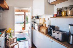 lisbon-surf-camp-cascais-guincho-country-surf-house-cascais-kitchen