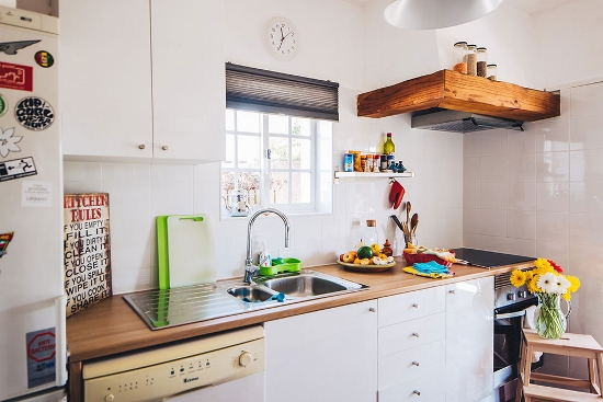 lisbon-surf-camp-cascais-guincho-country-surf-house-cascais-kitchen-fridge