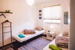 lisbon-surf-camp-cascais-guincho-country-surf-house-cascais-twin-bed-room