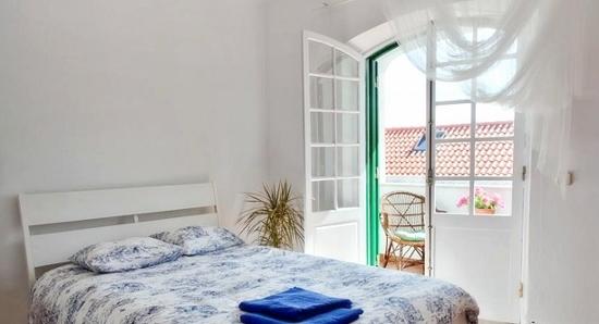 lisbon-surf-camp-cascais-hostel-cascais-center-room