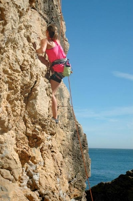 lisbon-surf-camp-cascais-rock-climbing