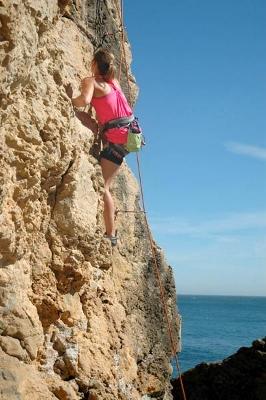 lisbon-surf-camp-cascais-rock-climbing