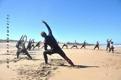lisbon-surf-camp-cascais-surf-lesson-warm-up