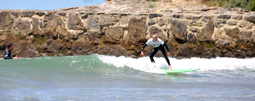 lisbon-surf-camp-cascais-surfer-catching-small-wave