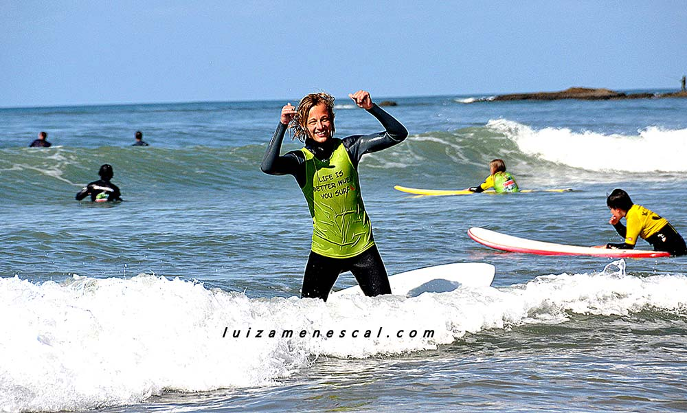 lisbon-surf-camp-cascais-surfer-celebrates-sucess