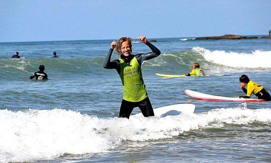 lisbon-surf-camp-cascais-surfer-celebrates-sucess
