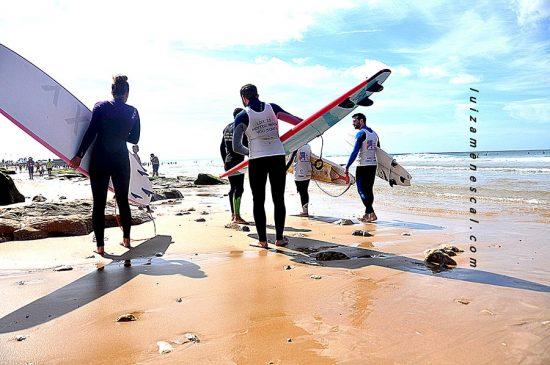 isbon-surf-camp-cascais-surfers-carrying-surfbaords-on-beach
