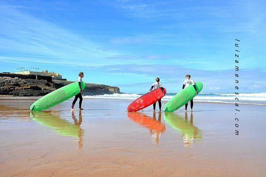 lisbon-surf-camp-cascais-surfers-with-longboards-on-the-beach