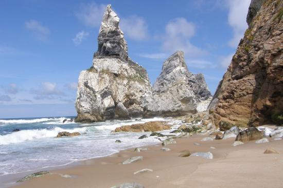 lisbon-surf-camp-cascais-beach rocks