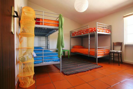 lisbon surf camp cascais - 4 doorm bed room