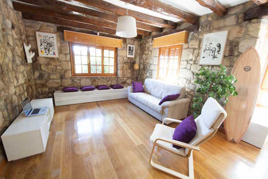 living-room-bilbao-teens-surf-camp-2