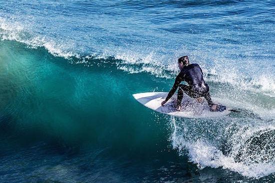 man-surfing-algarve-kitesurf-camp-1
