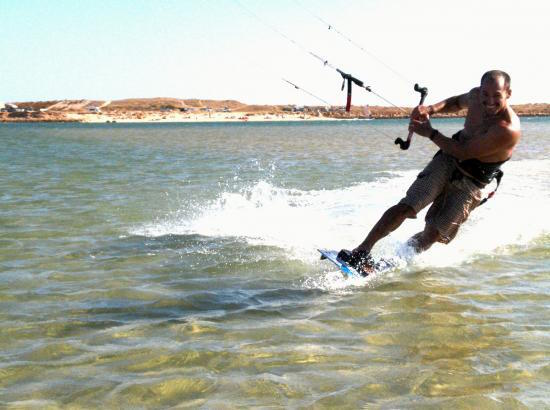 men-kitesurfing-algarve-kitesurf-camp-1