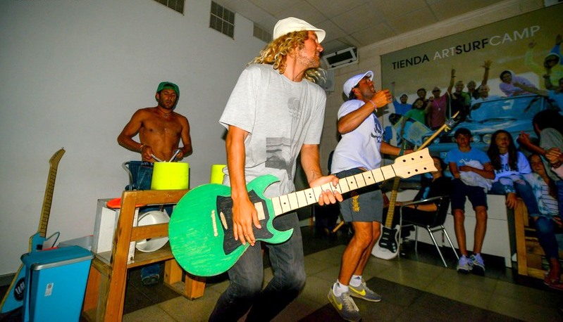 music-evening-party-galicia-teens-surf-camp