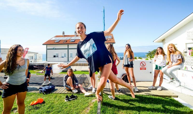 sackline-galicia-teens-surf-camp