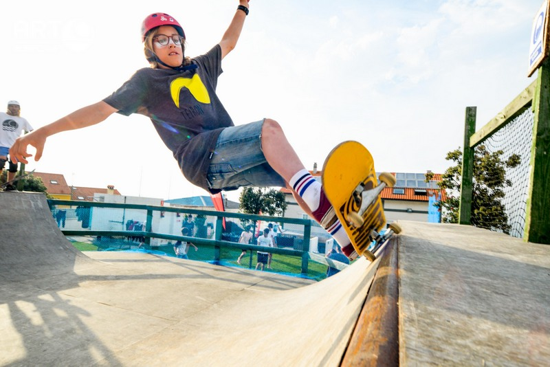 skate-girl-mini-ramp-galicia-teens-surf-camp