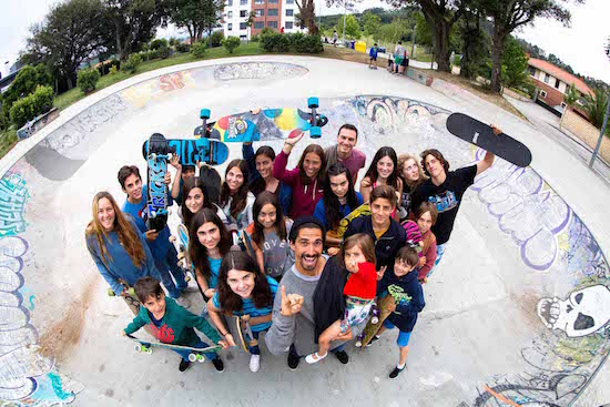 skate-group-picture-bilbao-teens-surf-camp-2
