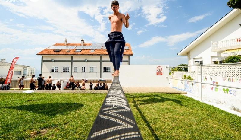 slackline-in-the-garden-galicia-teens-surf-camp