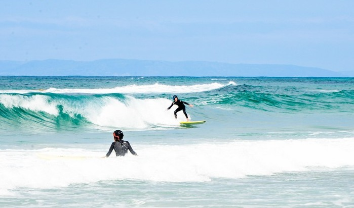 surfing-catching-waves-galicia-teens-surf-camp