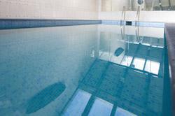 swimming-pool-bilbao-teen-surf-camp