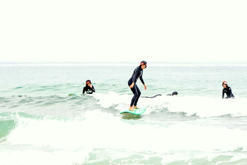 taking-first-wave-galicia-teens-surf-camp