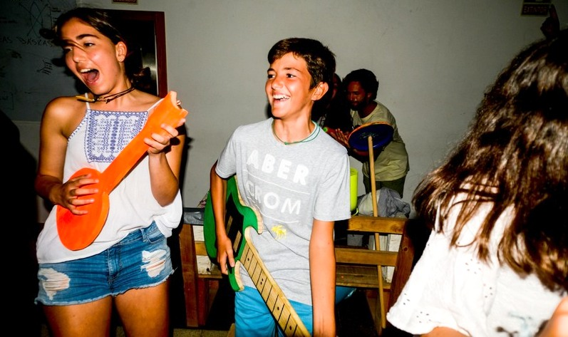 teens-party-celebration-galicia-teens-surf-camp