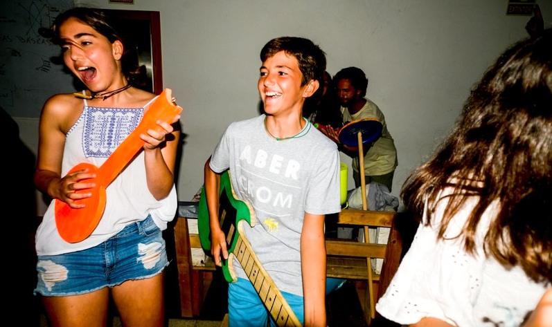 teens-party-celebration-galicia-teens-surf-camp